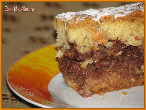 Пирог с начинкой из яблок, орехов и какао
